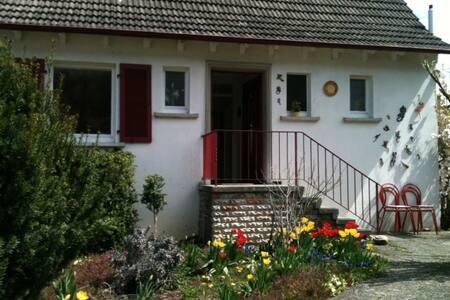 Helles möblierte Zimmer ca13m Aalen - Hüttlingen - 独立屋