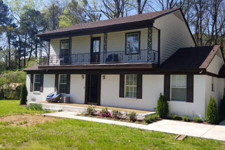 Upscale 5Br- Southern Contemporary-Sleeps up to 20