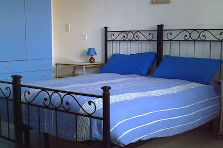 MONOLOCALE CON PARCHEGGIO - Magenta - Bed & Breakfast