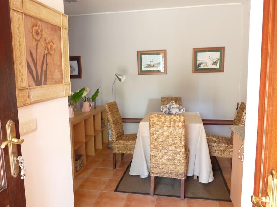 Apartamento en casa con piscina apartamentos en alquiler for Apartamentos en madrid con piscina