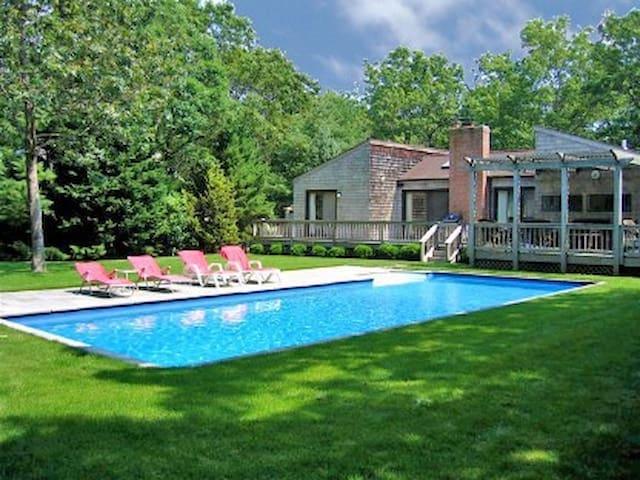 East Hampton slice of heaven-H. pool/3min. to town