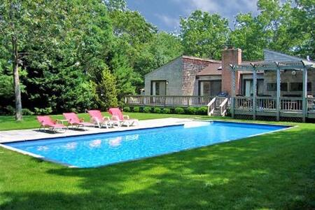 East Hampton slice of heaven-H. pool/3min. to town
