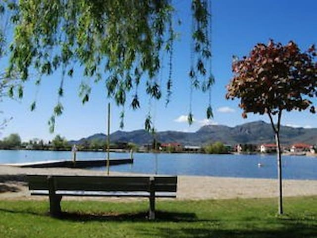40' Waterfront Park Model - Osoyoos - รถบ้าน/รถ RV