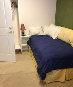 LIVING WATER FARM-Cozy Private Guest Room for One - Springfield - House