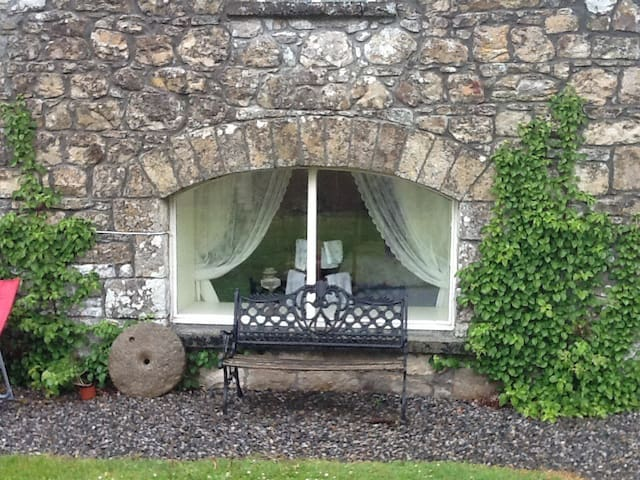 The Cottage - garden view - Mohill - Bed & Breakfast