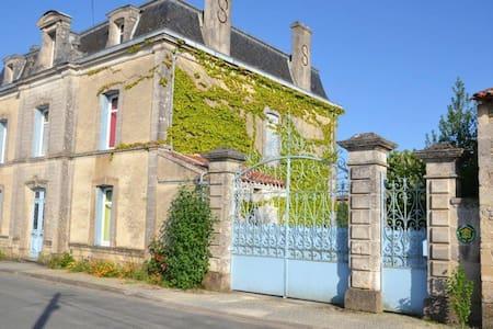 Maison de campagne - Saint-Cybardeaux