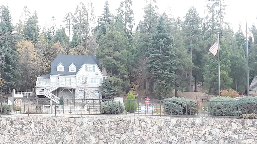 Lakeview Private Room [Heart of Lake Arrowhead]