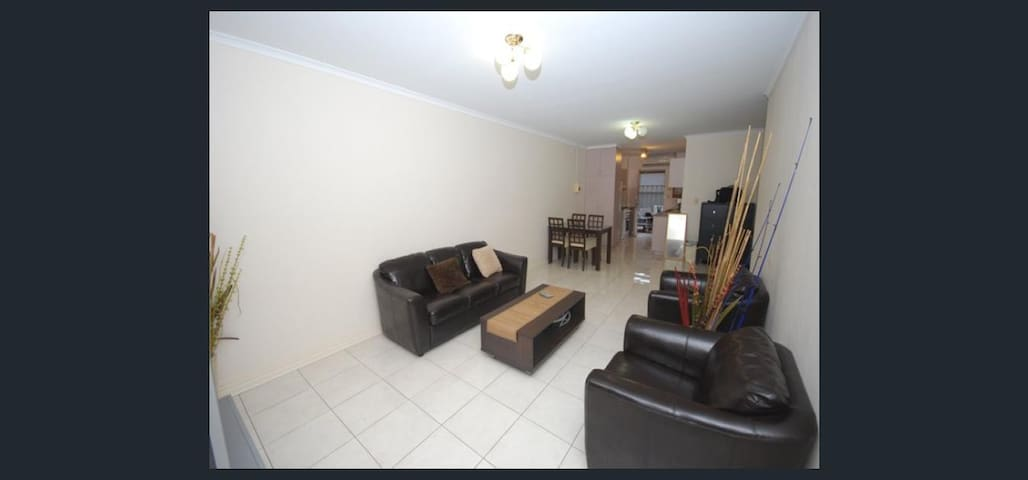 Large funitured 2 br Unit in CBD - Adelaide - Apartment