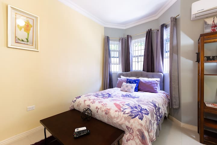 Kingston City Hibiscus Palms Suite 2BD| 2.5 BTH