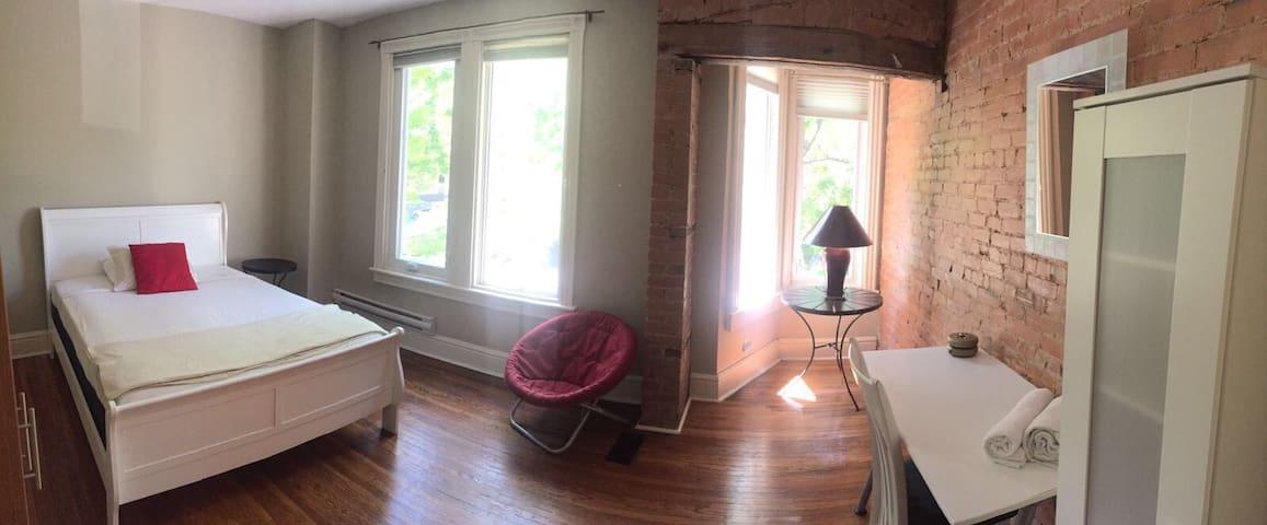 Large room,4 windows & exposed brick cowork space