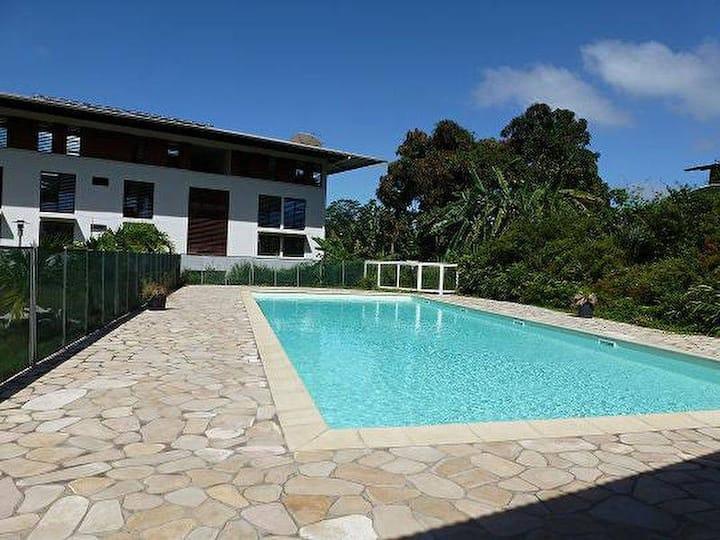 Appart calme avec jardin privé et piscine co