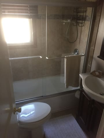 ceramic tiled bath, tub/shower combo