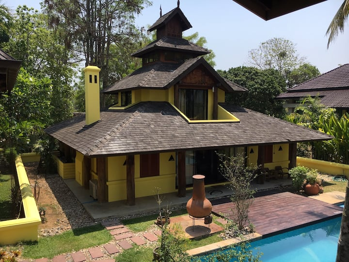 Spacious house, mountain view and private pool