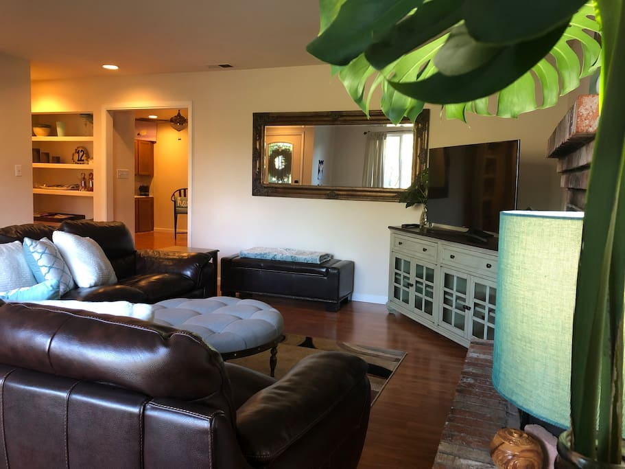 Front living area with 2 leather sofas and 55 inch HD TV with all premium channels..