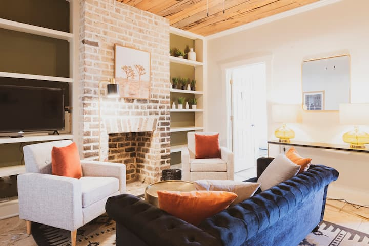 Cozy Retreat on Jones - Walk to Historic Downtown