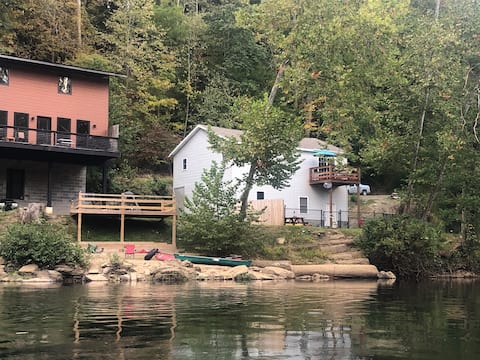 Cozy Riverfront Chalet (Tygart Valley River)