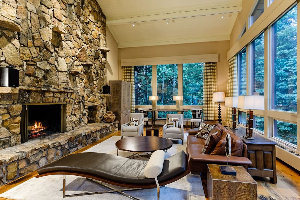 The Great Room lives up to its name with elevated 30-foot ceilings and floor-to-ceiling windows overlooking the slopes. The room features a two story moss rock wood-burning fireplace and modern décor and furnishings.