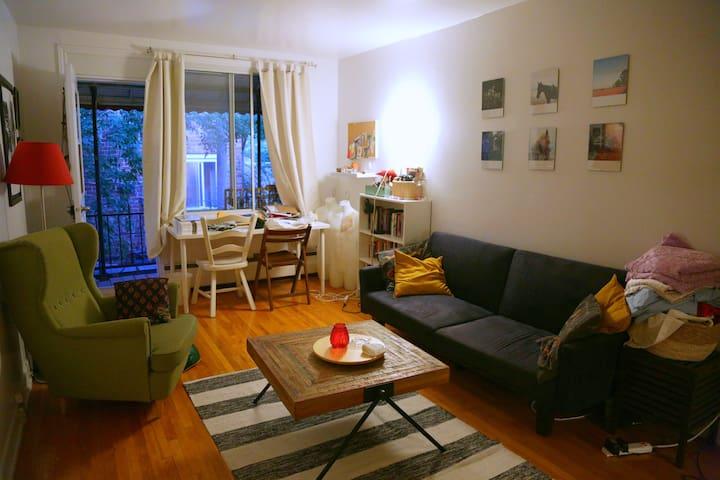 Colourful apartment in Côte-des-neiges