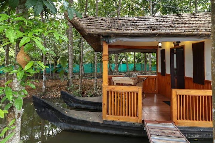 Floating Cottage on the shores of Vambanad Lake