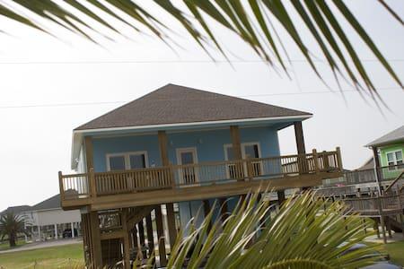 Redfish Retreat Brand New 3/2 - Crystal Beach - Haus