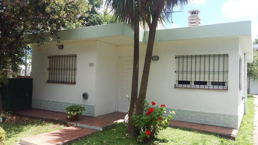 Cómoda casa con amplio jardín en Santa Clara
