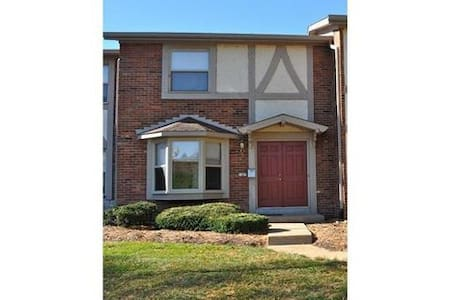 Spacious new townhouse, Creve Coeur - St. Louis