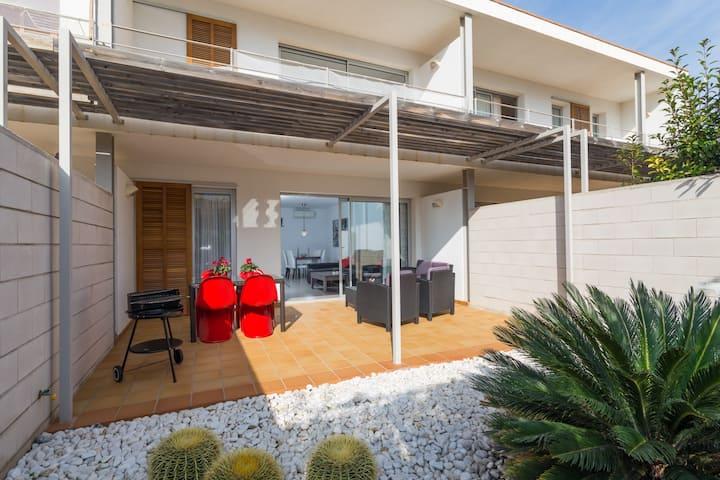 Danita. Coastal apartment in Colonia de Sant Pere.