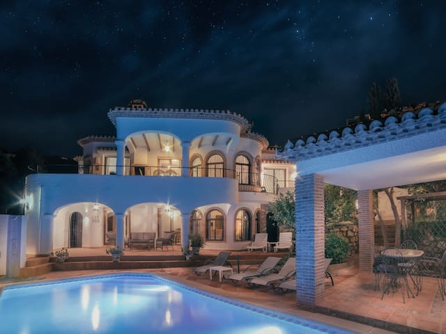 Authentic Andalusian villa with private pool, heated jacuzzi and sea view