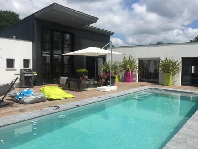 Villa d'architectes avec piscine