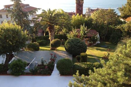4 rooms,total sea view with pool - Adalar - Casa