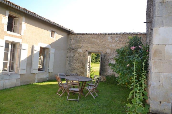 Maison charentaise - Saint-Cybardeaux - Dom
