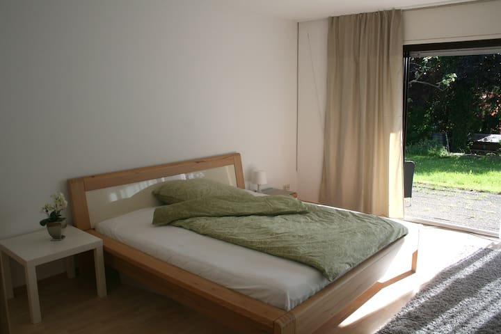 Modern and calm appartment. - Karlsbad - Huis