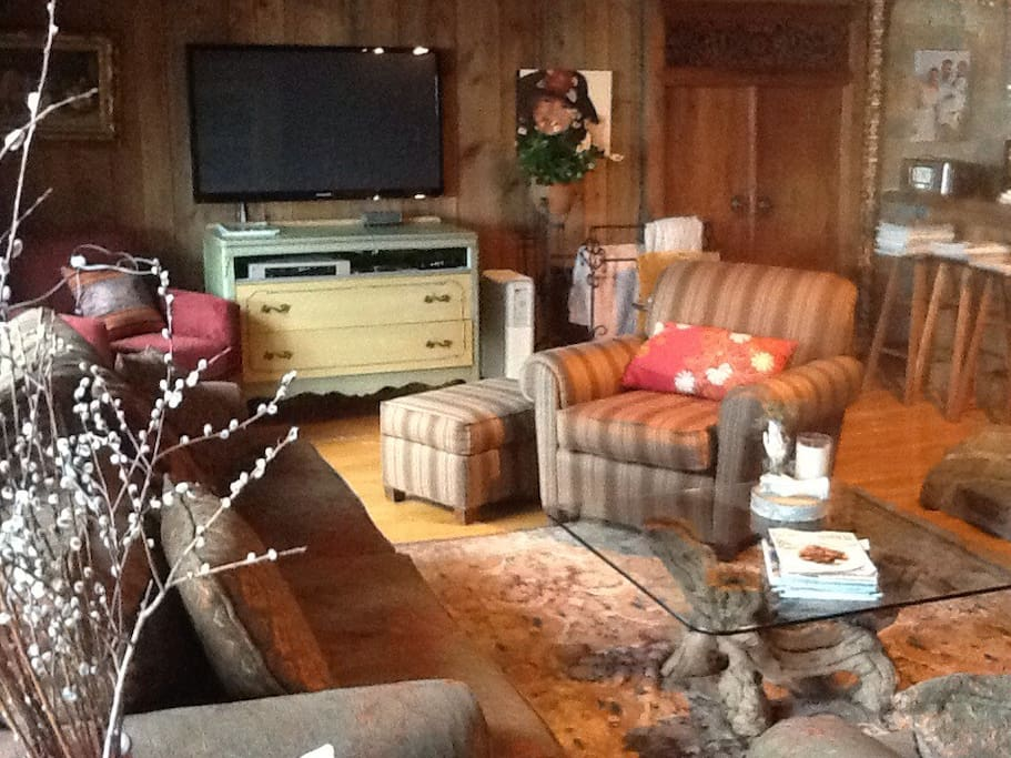 Cozy living room with large flat screen tv and plenty of space for your family.