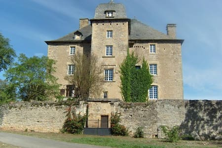 Le  gîte du Château de Grun  (12 personnes) - Saint-Saturnin-de-Lenne - Linna