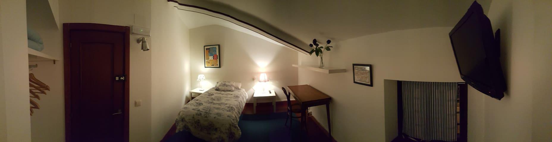 Habitación con baño numero 1 - Zuera - Penzion (B&B)