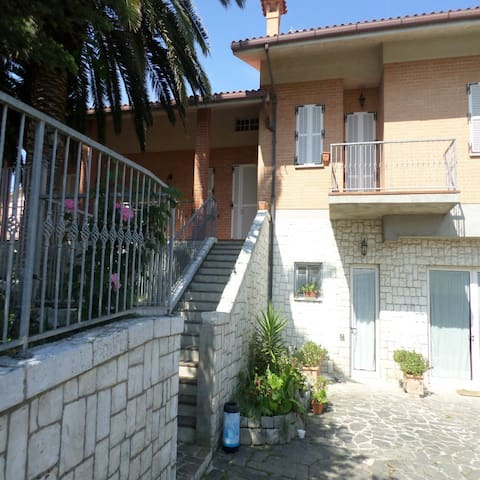 HOLY HOUSE B&B - Loreto Stazione - Penzion (B&B)