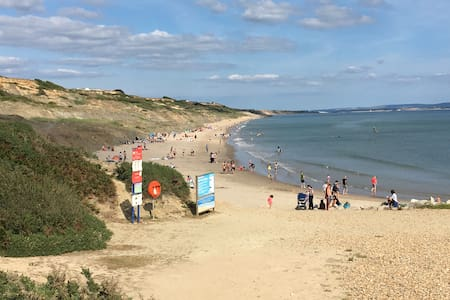 Newly refurbished, 5 min walk to Highcliffe beach