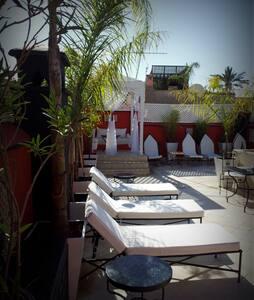 Riad Libitibito Bed and Breakfast piscine et wifi. - Marakeş - Oda + Kahvaltı