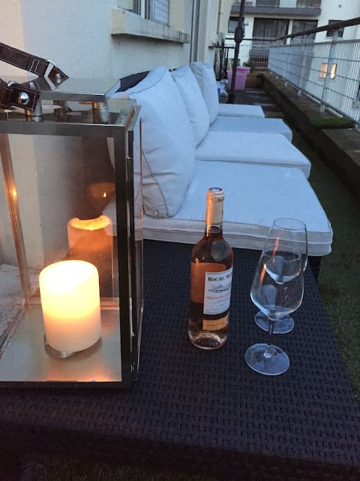 Terrasse agréable le soir pour prendre l'apéro
