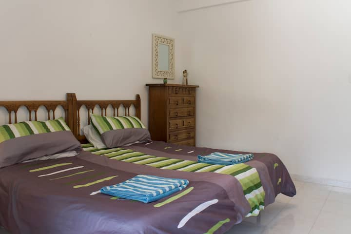 Lovely spacious flat, 5 min beach