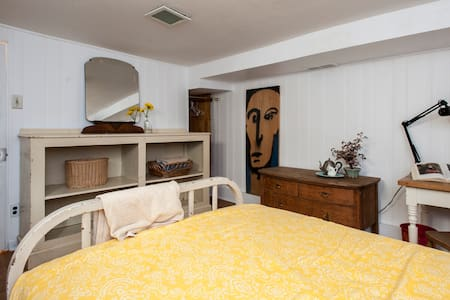Big, Quiet Kensington Market Room - Toronto - House