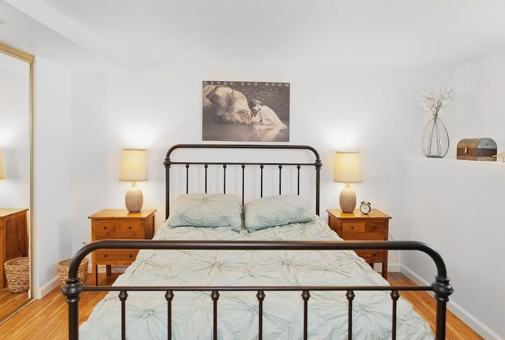 Queen bed with memory foam mattress