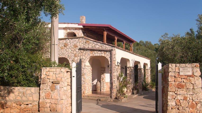 Ferienhaus mit Pool und Meersicht - Ugento