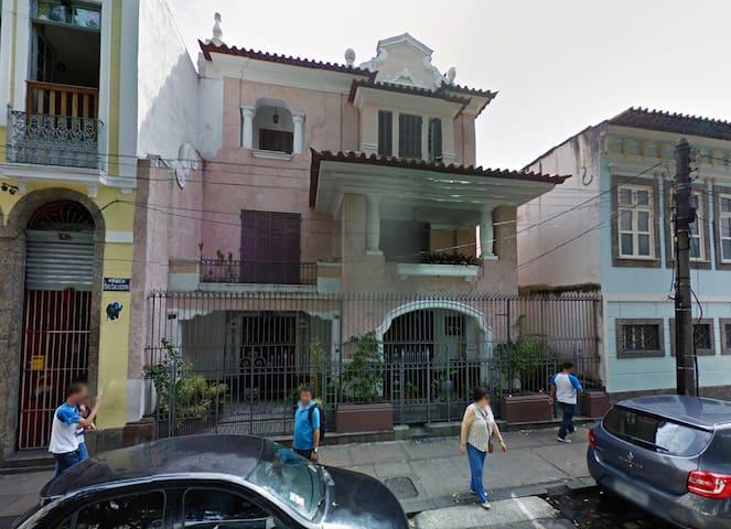 Huge charming house at Praça São Salvador