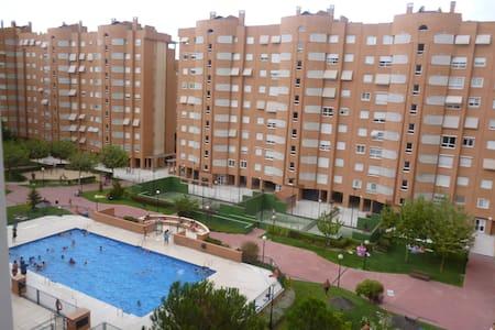 HABITACION TRIPLE - 마드리드(Madrid) - 아파트(콘도미니엄)