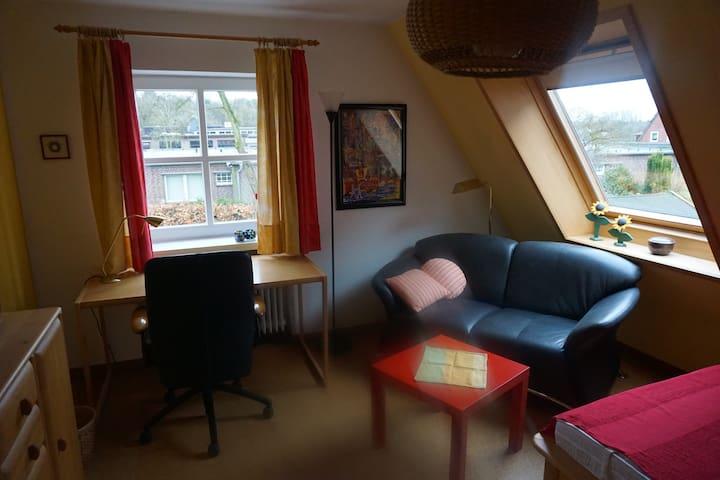 Helles ruhiges Zimmer zwischen Eider und Kanal