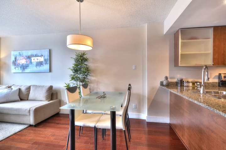 Luxury Condo Old Port/Convention Centre/Downtown 2