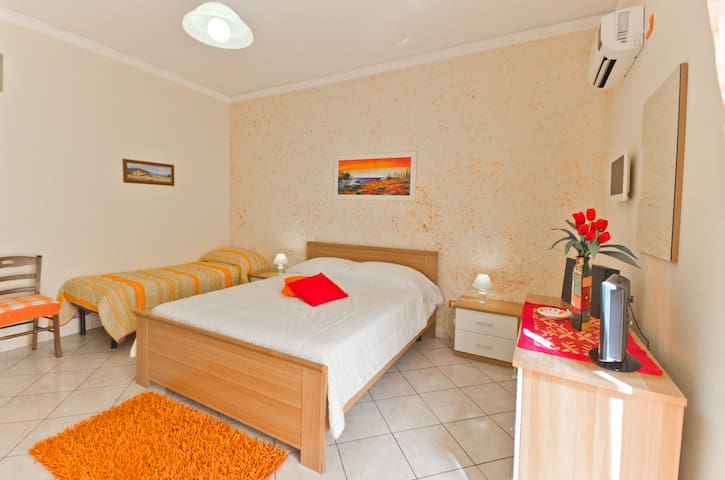 Home holidays near beach with 7 pax - Partinico - Appartement