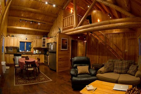 Adirondack Log Home Romantic Clean - Saranac