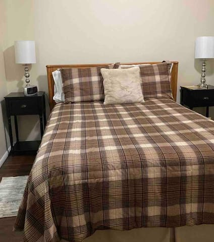 Guest bedroom. Full size bed with pillow top mattress pad. Super soft bedding. Extra linens provided.